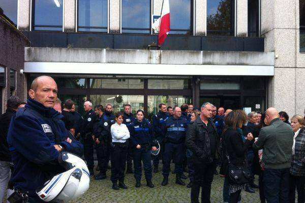 Les policiers de Besançon solidaires avec leurs collègues de l'Essonne