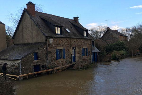 Des maisons plus que menacées par les eaux à Guipry-Messac