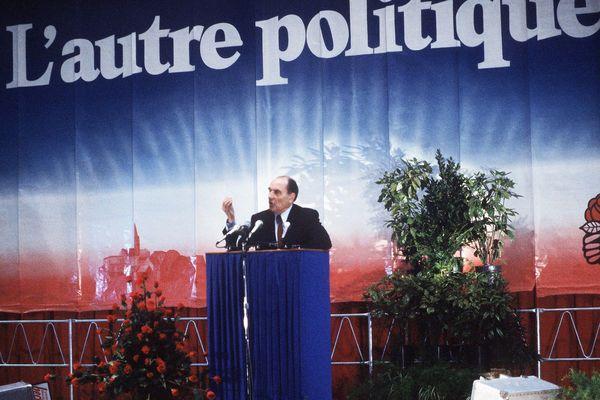 L'abaissement de l'âge de la retraite de 65 à 60 ans était une promesse de François Mitterrand pendant la campagne électorale de l'élection présidentielle de 1981.