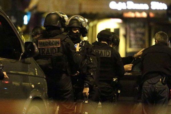 Les attentats de Paris et de Saint-Denis du 13 novembre ont fait 130 morts et des centaines de blessés.