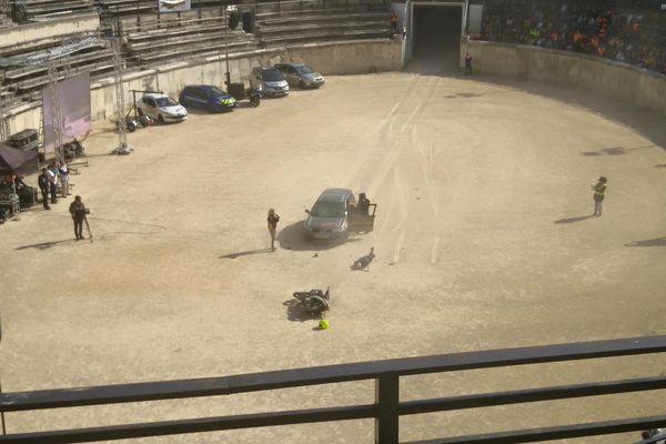Un choc entre une voiture et une moto dans les arènes de Nîmes