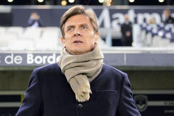 Le président des Girondins Frédéric Longuépée annonce que le club fait un don de 15 000 euros au CHU de Bordeaux.