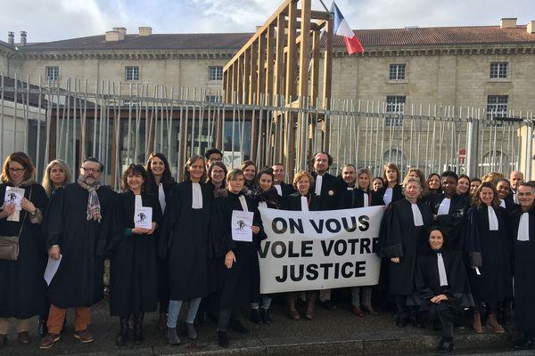 """Les avocats libournais dénoncent une """"justice déshumanisée""""."""