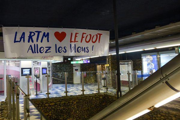 Affiche RTM pour soutenir les bleus, station vieux port