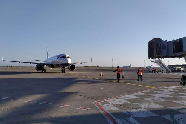 Le préfet l'a annoncé la semaine dernière, les tests Covid se sont intensifiés en ce lundi 1er mars 2021 à l'aéroport de Nice.