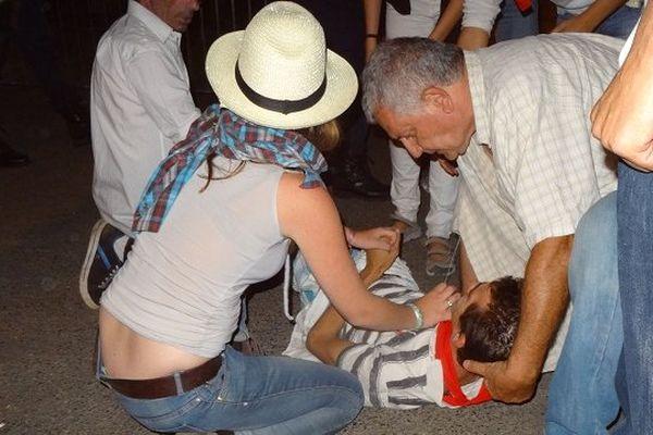 Un jeune militant blessé lors des affrontements.