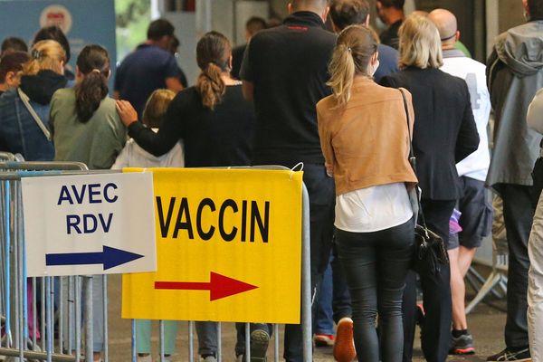 Dans les prochains jours, le personnel soignant devra impérativement se faire vacciner.