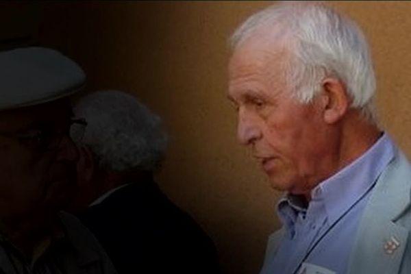 Le père Peyrard se livre dans un échange avec l'une de ses victimes qui l'a enregistré à son insu.