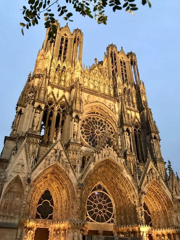 Reims, la légendaire cathédrale où furent sacrés les rois de France pendant un millénaire.