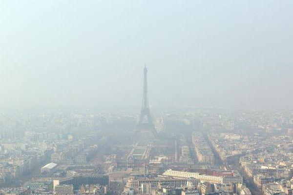 Paris, le 18 mars 2015, jour de pic de pollution, selon Airparif.