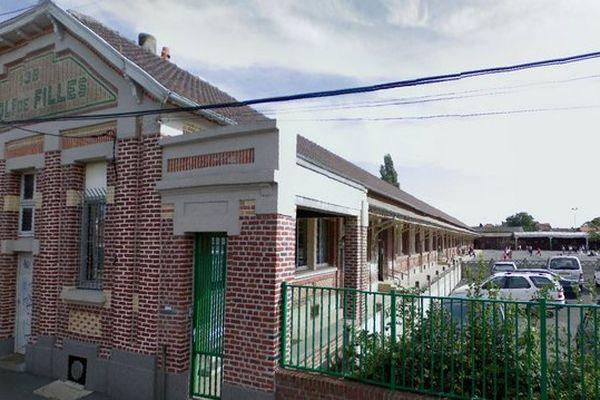 Devant l'école Léo Lagrange à Bruay-sur-l'Escaut
