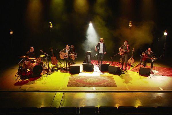Le premier album du groupe Eppò est annoncé pour le mois de mai.