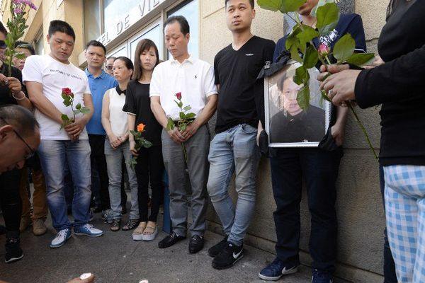 Un hommage rendu à Zhang Chaolin, un résident d'origine chinoise de 49 ans tué à Aubervilliers après une agression, le 7 août 2016.