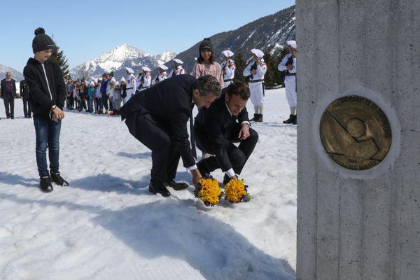 Le chef de l'Etat Emmanuel Macron et son prédécesseur Nicolas Sarkozy ont déposé une gerbe devant le monument national de la Résistance sur le plateau des Glières.
