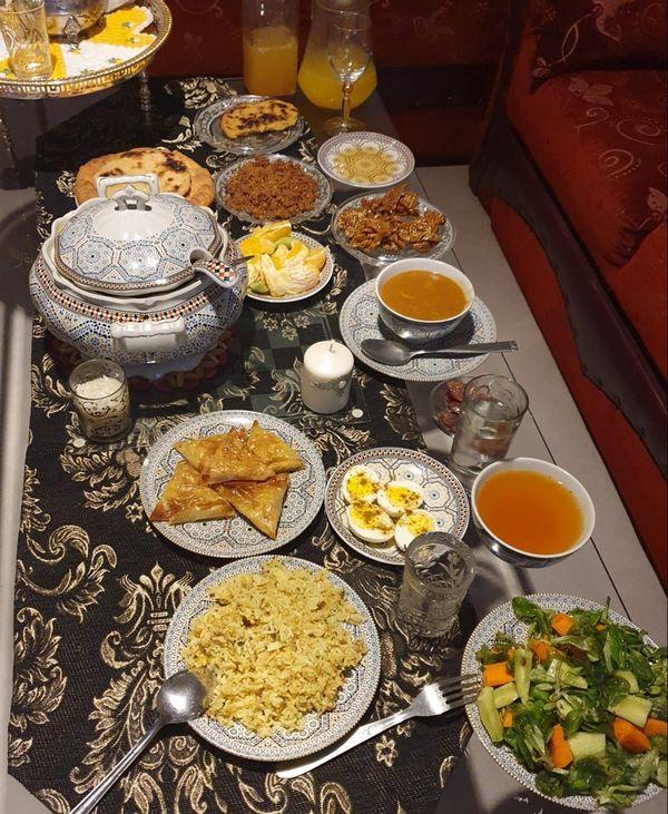 La table dressée par Rajaa originaire du Maroc, pour rompre le jeûne
