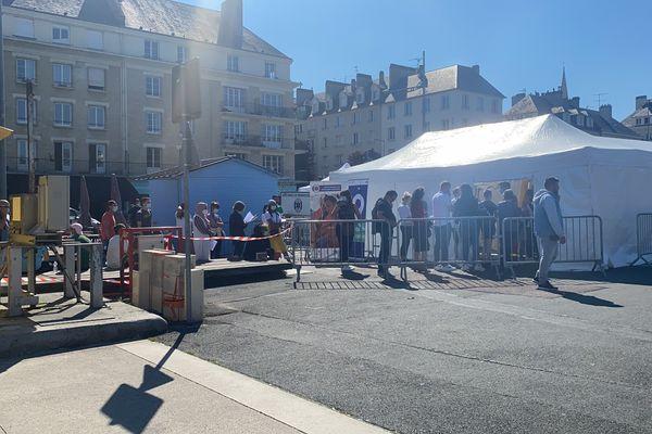 Le centre éphémère de vaccination a rencontré un franc succès, place Courtonne à Caen.