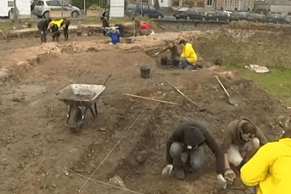 Les étudiants en archéologie participent aux fouilles du forum de bavay jusqu'à la fin du mois de juillet