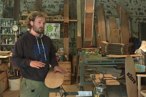 Samuel Coste-Chauvin fabrique des skateboard en Ardèche