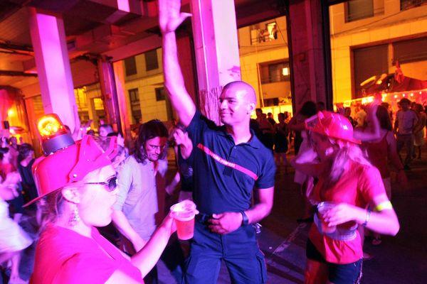 Le bal des pompiers est une tradition en France... Et la Picardie ne fait pas exception !