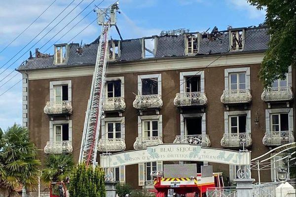 Dimanche 12 juillet 2020, la maison diététique et thermale de la ville de Capvern-les-Bains dans les Hautes-Pyrénées a été ravagée par les flammes.