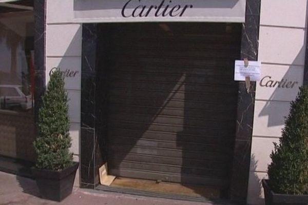 Le rideau fermé de la bijouterie Cartier après le braquage de 2009.