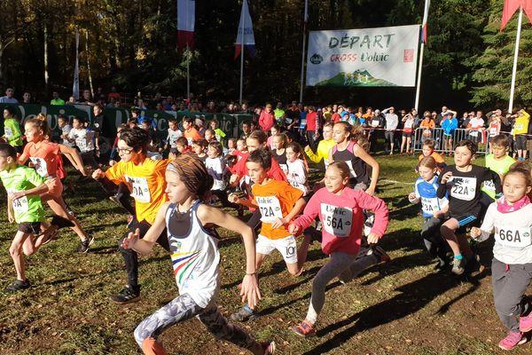 Des coureurs de tous âges se sont élancé au départ du cross de Volvic pour cette 62ème édition.