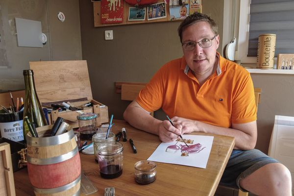 La coloration d'un dessin à la bière brune et au pinot noir.