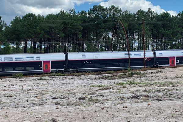 Le TGV Hendaye - Paris bloqué toute la nuit de dimanche à lundi en pleine voie dans les Landes. Ses passagers sont arrivés à destination avec plus de 20 heures de retard.