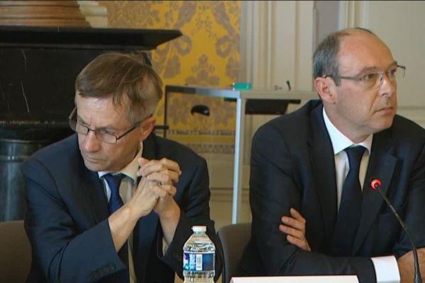Joaquim Pueyo et Emmanuel Darcissac, l'ancien et le nouveau maire d'Alençon