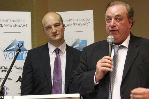 Marc-Philippe Daubresse devant Frédéric Dehaeze, conseiller délégué à la jeunesse depuis douze ans qui a appris vendredi qu'il était suspendu de ses fonctions.