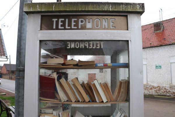 Une ancienne cabine téléphonique à Sains-les-Marquion