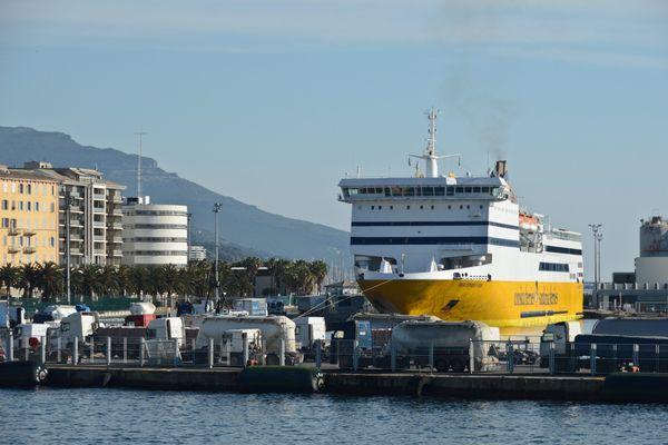 Illustration. Un navire de la Corsica Ferries au port de Bastia.