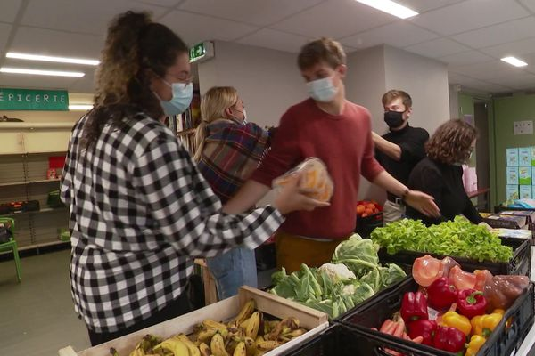 Basée à Caen, l'AGORAé est une épicerie sociale à destination des étudiants en situation de difficulté.
