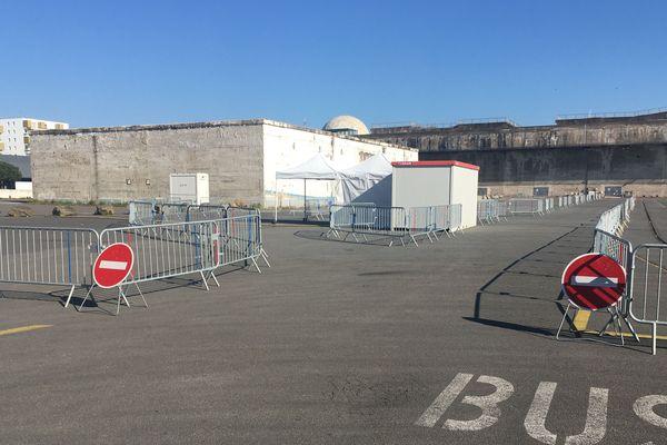 Mise en place d'un drive pour des tests Covid-19 à Saint-Nazaire, le 1er avril 2020