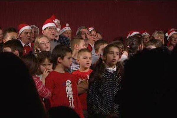 L'occasion aussi pour les enfants et les habitants de Saint-Martin-Vésubie de chanter Noël.