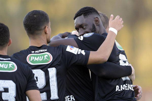 Guingamp (L1) a éteint l'Étoile de Fréjus-Saint-Raphaël (CFA) en quarts de finale de la Coupe de France (1-0) à Cannes.