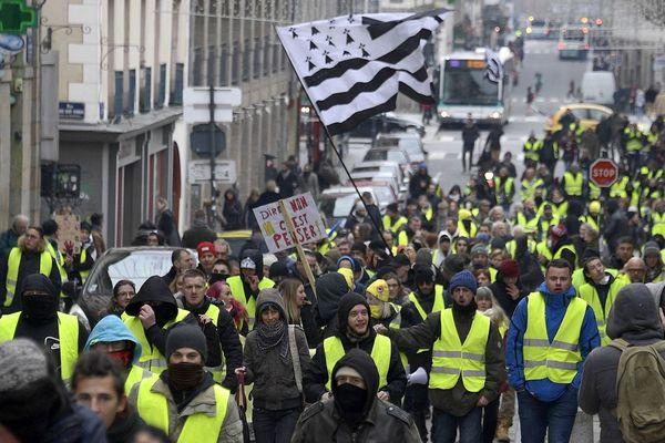 Un cortège de Gilet jaune à Rennes le 5 janvier pour l'acte VIII.