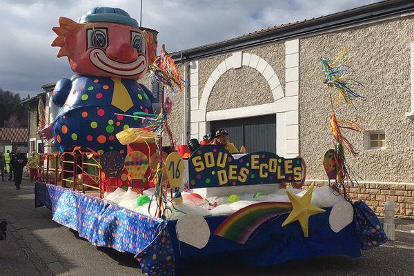 Rhône - Saint-Pierre-de-Chandieu à l'heure de son 50e carnaval : il a débuté ce vendredi matin avec le carnaval des écoles...