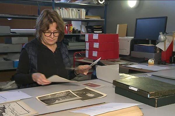 """Claire Paulhan, commissaire de l'exposition en ligne """"La grande guerre en archives"""" visitable sur le site de l'IMEC."""