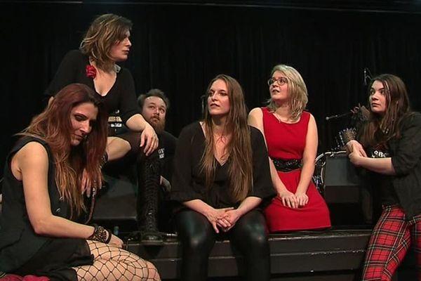 Les Ladies Ballbreaker, ce sont elles ! Ce groupe interprète et revisite le répertoire d'AC/DC, géant du rock.