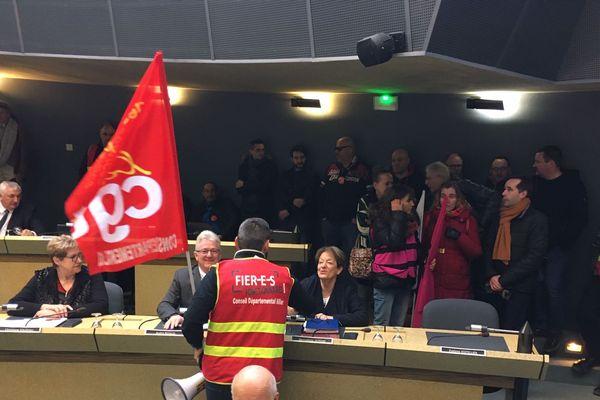 A Moulins, l'Union départementale de la CGT a envahi le Conseil Départemental de l'Allier ce jeudi 20 février.