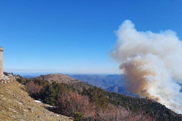 Un incendie de végétation s'est déclaré ce lundi sur le Mont-Aigoual