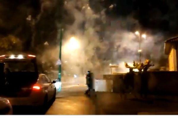 La vidéo a été tournée dans la nuit du jeudi 21 janvier par une personne qui a assisté à la scène