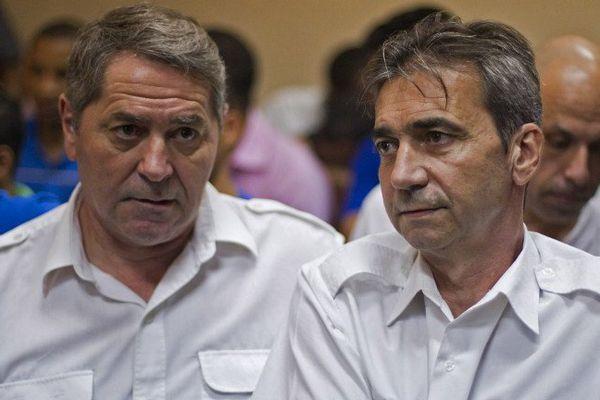 Les deux pilotes d'Air Cocaïne. Bruno Odos, à droite sur la photo, en détention aux Baumettes
