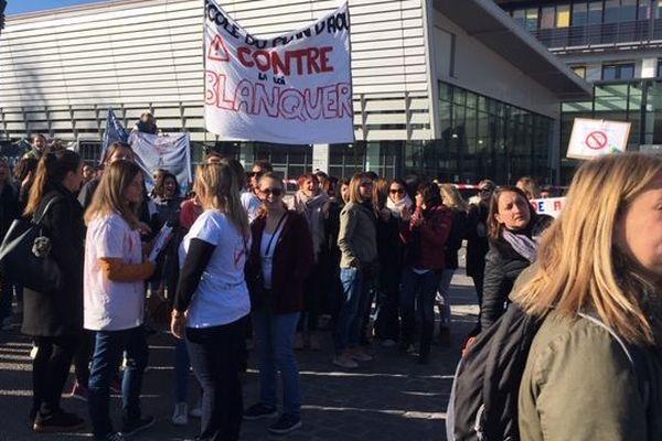 Près de 200 enseignants ont bloqué l'accès au recteur de l'Académie et sa délégation