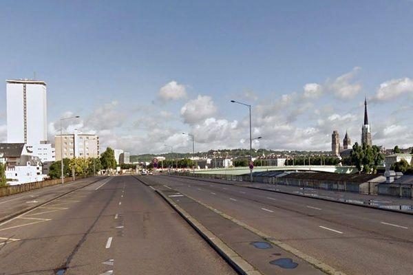 Rouen- Le quai Jacques Anquetil