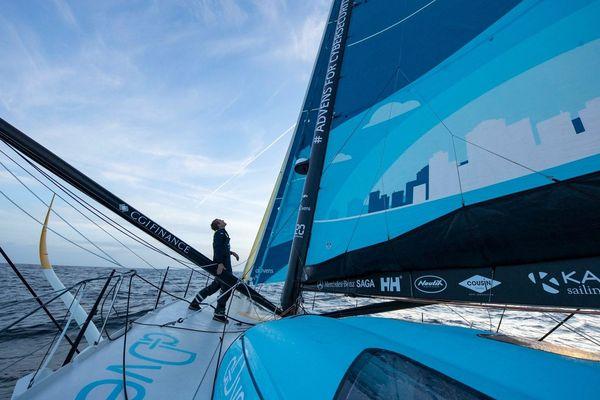 Thomas Ruyant met le cap sur le Vendée Globe 2020.