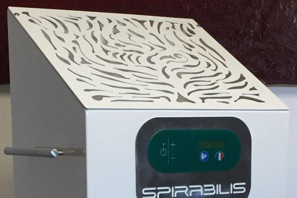 Un outil pratique et maniable pour purifier l'air dans une pièce en manque d'aération