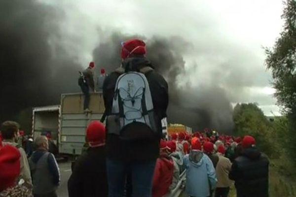 La révolte des bonnets rouges peut-elle se transformer en révolution ?