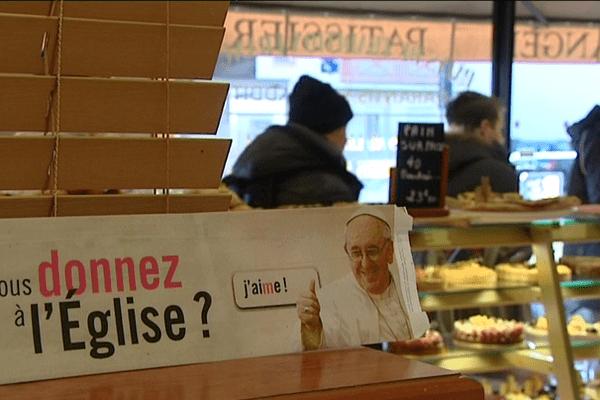 Pour cette campagne du denier de l'Eglise, le diocèse de Rennes joue sur la popularité du pape François qui s'affiche jusque dans les boulangeries
